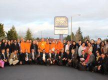 មុខសណ្ថាគារ Shilo នាទីក្រុង Tacoma រដ្ឋ Washington សហរដ្ឋអាមេរិក ថ្ងៃទី ១៩ ខែធ្នូ ឆ្នាំ ២០១៥៖ ថតរូបជុំគ្នាពេលបានបញ្ចប់ ថ្ងៃទីពីរ នៃសន្និបាតប្រចាំឆ្នាំ របស់សហព័ន្ធខ្មែរកម្ពុជាក្រោម ។ រូបថត ថាច់ ប្រីជា គឿន